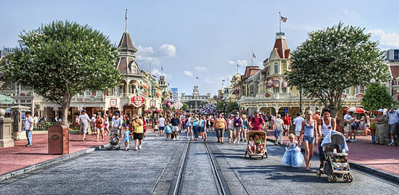 A picture down Main Street with Casey's Corner on one side and the Plaza Restaurant on the other