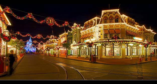 Will the Magic Kingdom reach capacity the week of Christmas?