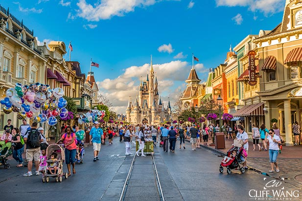 Light Crowds on Main Street in the Magic Kingdom are the norm in during the Pro Bowl week