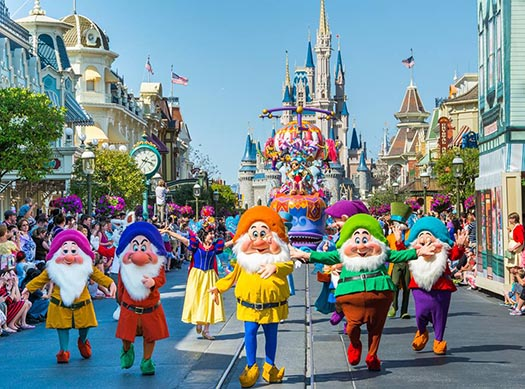 Snow White and the Seven Dwarfs in the Festival of Fantasy Parade