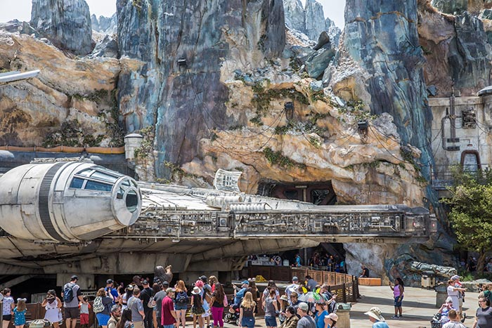 Crowds outside of Millennium Falcon: Smugglers Run