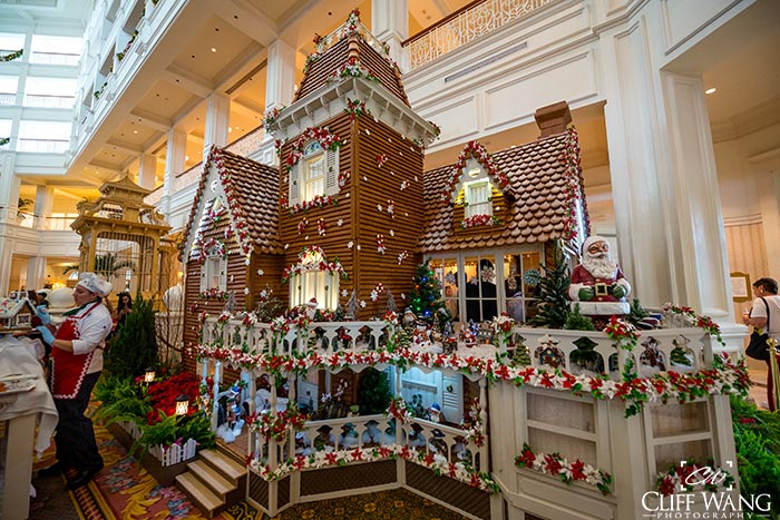 Seeing the gingerbread house in the Grand Floridian is a good thing to do even with Thanksgiving Week Crowds