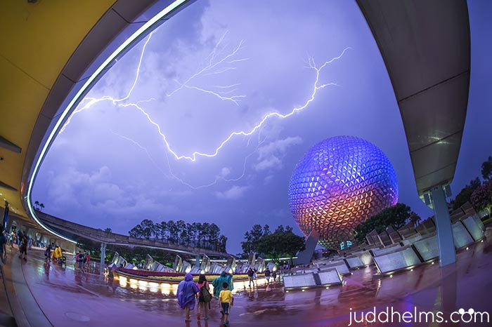 Lightning and rain in EPCOT is pretty much normal when you think about the best weather months in orlando